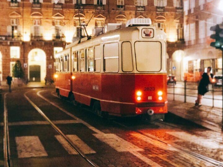 Un tram chiamato Ristocolor: essere romantici come Torino di notte